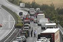 Na 67. kilometru dálnice D5 došlo v pátek večer k hromadné nehodě