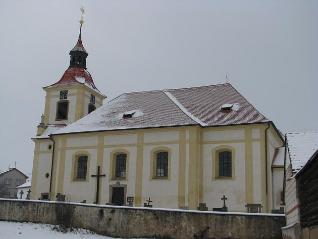 Na věž kostela sv. Jakuba Většího v Žebnici se vrátil kříž
