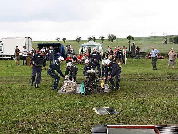 Hasiči z Chotíkova na jednom z letošních závodů v Pláních
