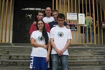 Oblastního kola v boxu v Pardubicích se ze Staru Plzeň zúčastnili trenér Petr Lukeš (nahoře), Tomáš Jelínek, Josef Kvěch (zleva uprostřed), Tereza Lukešová a Martin Hucl