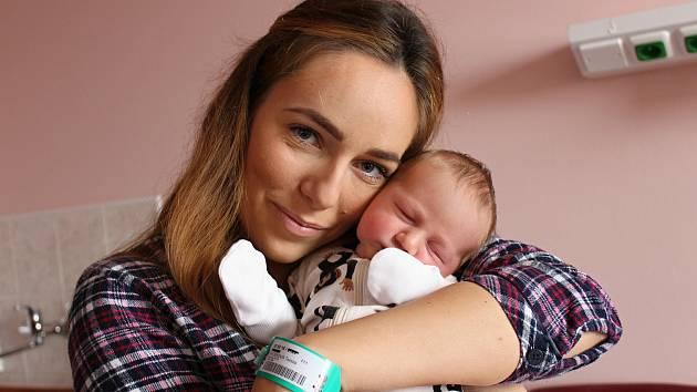 Patrik Marcel se narodil 13. ledna v 7:57 rodičům Tereze a Patrikovi z Plzně. Po příchodu na svět ve FN na Lochotíně vážil bráška dvoule-té Emmičky 3660 gramů a měřil 50 centimetrů.