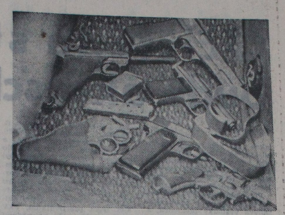 Pravda přinesla 10. června také fotografii arzenálu, které únosci pronesli na palubu letadla.