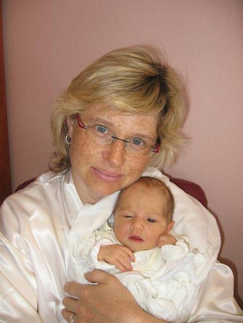 Dvě sestřičky Bayerovy - sedmiletá Verunka a o čtyři roky mladší Terezka – jsou štěstím bez sebe, že konečně mají brášku Rudánka (3,25 kg/50 cm), který se narodil rodičům Martině a Rudolfovi 6. září dvanáct minut po dvacáté hodině ve FN v Plzni