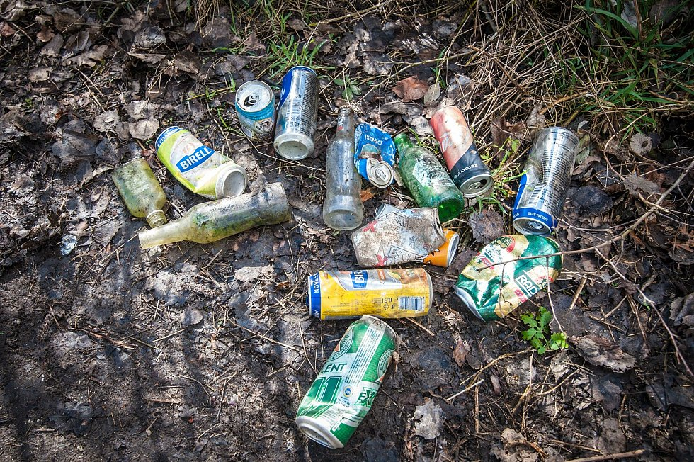 Organizace Trash Hero uklízí v okolí Mže.
