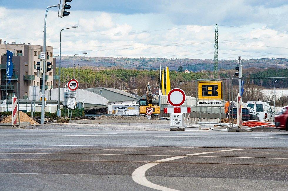 Plzeň, uzavírka silnice U Velkého rybníka a Plaské.