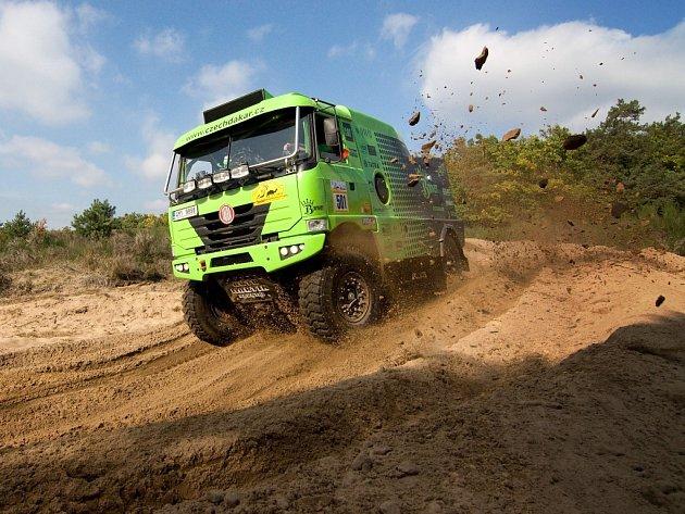 Vůz z rallye Dakar.