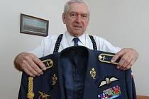 Miroslav Štandera (5. 10. 1918 Praha - 19. 2. 2014 Plzeň) byl válečným letcem, který bojoval ve Velké Británii i Francii.