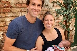 Tenistka Andrea Sestini Hlaváčková s malou Isabelle a manželem Fabriziem.