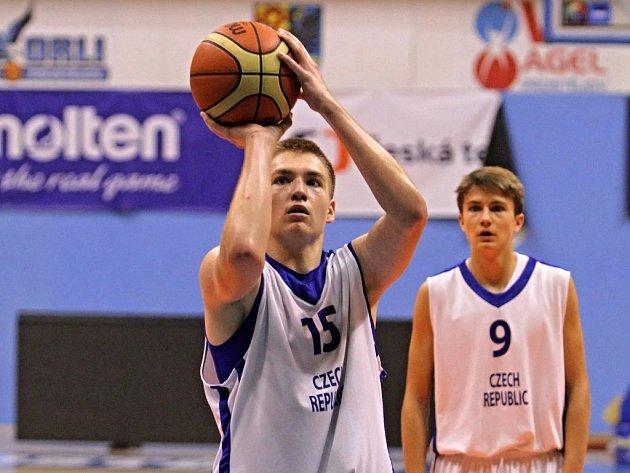 Basketbalista Michal Kozák se zúčastnil prestižního kempu Basketbal bez hranic.