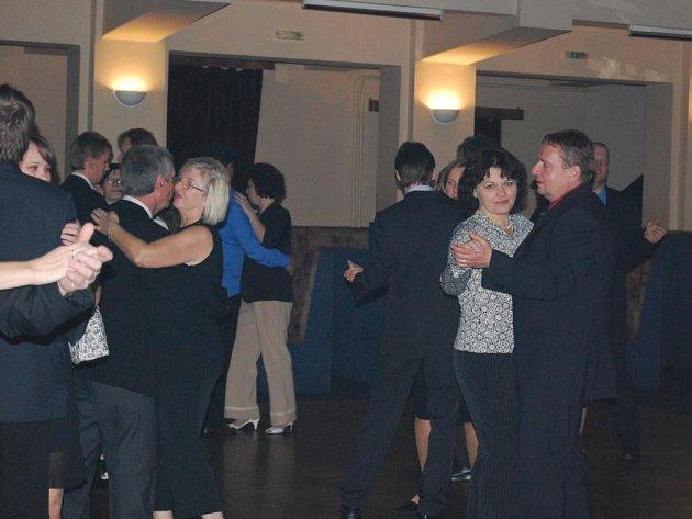 Město Horní Bříza pořádalo v sále kulturního domu Klub svůj druhý reprezentační ples