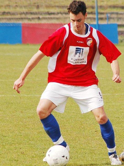 Členem české fotbalové reprezentace do 19 let na mistrovsví Evropy je také sedmnáctiletý obránce FC Viktorie Plzeň Jan Lecjaks