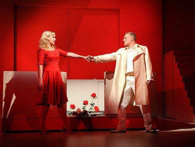 Roli Gildy ve Verdiho opeře Rigoletto ve Velkém divadle v Plzni vytvořila Ildikó Szakács z Maďarska a Vévodu mantovského ztvárnil Paul Gaugler z Francie (oba na snímku)