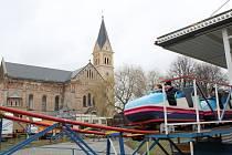 Pouť v Úhercích zpestřilo znění zvonu kostela sv. Josefa, který se do věže vrátil po dlouhých desítkách let