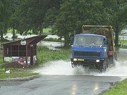 8. srpna 2002 - silnice mezi Žákavou a Nezvěsticemi