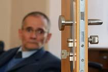 Předseda Národní rady osob se zdravotním postižením ČR Václav Krása včera v Plzni představil projekt Euroklíč