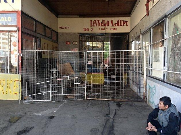 Tržnice v Pražské ulici vyhořela