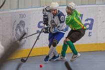 Ani jednou se nedokázali brankově prosadit v utkání v Kladně hokejbalisté HBC Plzeň (na archivním snímku hráč vlevo) a prohráli hladce 0:3.
