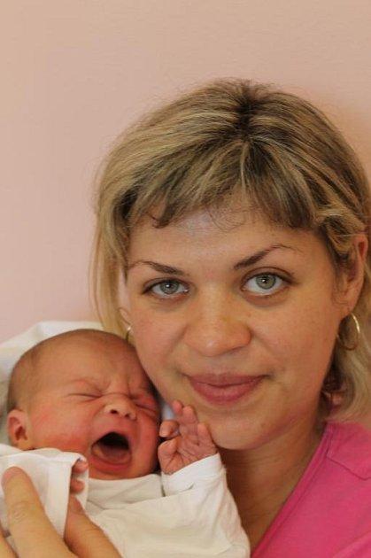 Adelína (3,70 kg, 50 cm) se narodila 26. června ve 2:54 v plzeňské fakultní nemocnici mamince Iloně Popovyčové a tatínkovi Janu Kinalevskému z Plzně. Doma již mají tříapůlletou Nikolku