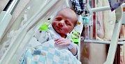 Matyáš Janský se narodil 26. prosince v18:43 mamince Kateřině Kudělové a tatínkovi Martinovi zMariánských Lázní. Po příchodu na svět vážil jejich synek 3240 gramů a měřil 49 cm.