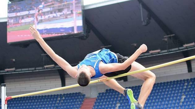 Výškař Jan Štefela patří k nejtalentovanějším atletům Škody Plzeň. Dvakrát vyhrál halové mistrovství ČR dorostenců, má stříbro z MČR do 22 let a bronz z kategorie dorost.