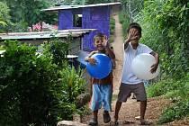 Filipínské děti ve slumu