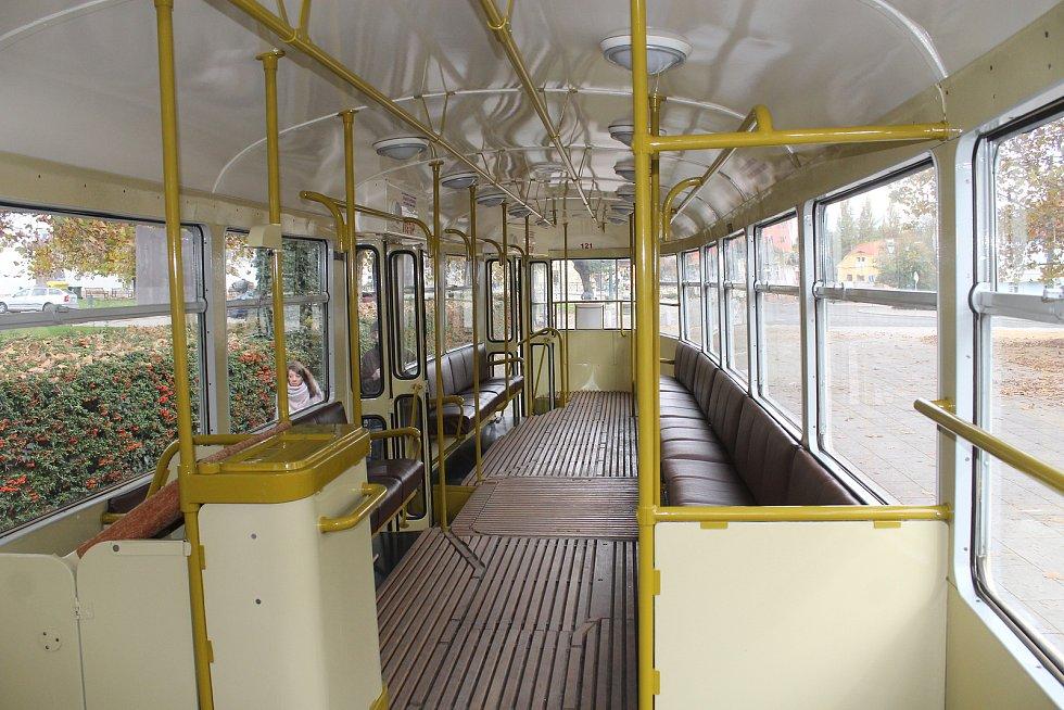 Tramvaj T1 z druhé poloviny padesátých let v Plzni jezdila až do roku 1987. Jízdenka stála o víkendu symbolických 28 korun.