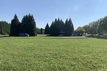 V travnatém areálu křimické dopravní školy by mělo víceúčelové hřiště vzniknout do tří let.