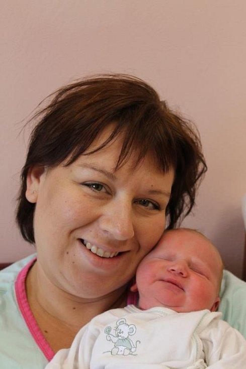 Dvouletý Jiří Lavička se těší na sestřičku Julii (4,11 kg, 52 cm), která se narodila 23. června ve 14:40 ve Fakultní nemocnici v Plzni. Z obou dětí se radují rodiče Pavlína a Jan z Myslinky