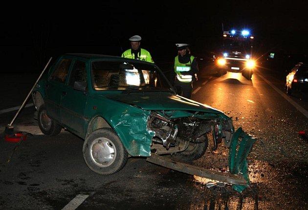 Nehoda zablokovala tah na Karlovy Vary zhruba na tři hodiny