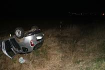 Na silnici mezi Nýřany a Zbůchem nezvládl 29. listopadu večer 48letý řidič pod vlivem alkoholu jízdu přes kruhový objezd. Najel na jeho zvýšený střed, který ho katapultoval do vzduchu a vozidlo vyletělo mimo komunikaci.