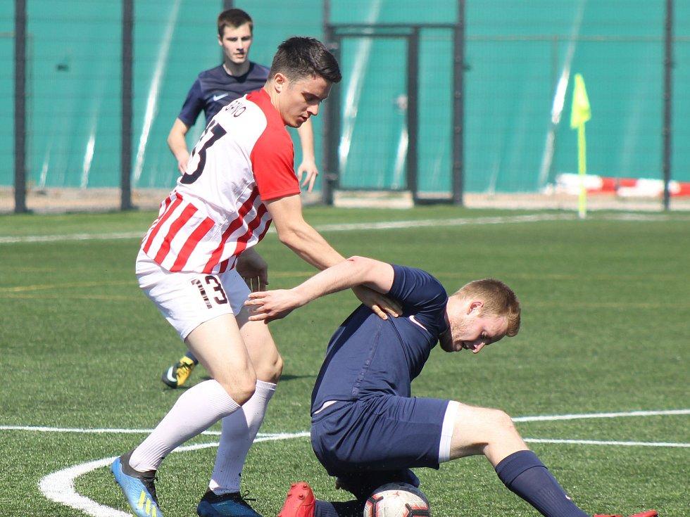Plzeň (hráč v modrém) vybojovala tři body.