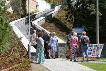 Nové schodiště spojující Mikulášské náměstí s nábřežní stezkou u Radbuzy pro cyklisty a pěší bylo slavnostně uvedeno do provozu.