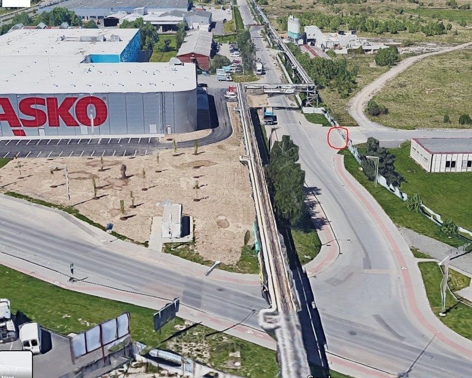 V republikové premiéře si už od prosince mohou lidé v Plzni díky rozšířené realitě prohlédnout připravovaný průmyslový park na rohu ulic Karlova a Borská. Místo, kde si mohou načíst aplikaci, je červeně označené.