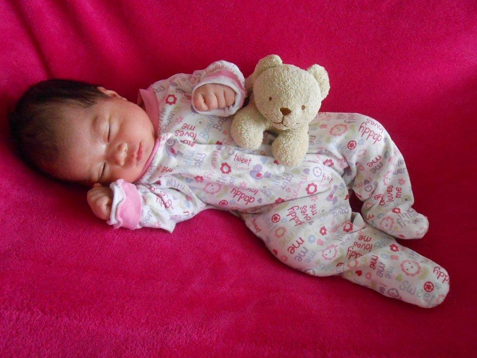 Amy V. se narodila 12. března 2021. Při narození v Domažlické nemocnici vážila 3270 gramů a měřila 50 centimetrů.