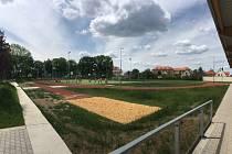 Nový sportovní stadion se v Dobřanech slavnostně otevře již zítra 31. května.