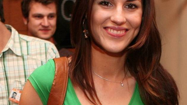 Někdejší   Miss  České  republiky   Lucie  Váchová   byla  hvězdou  delegace k novému českému  filmu  Marcela Bystroně Zahradník