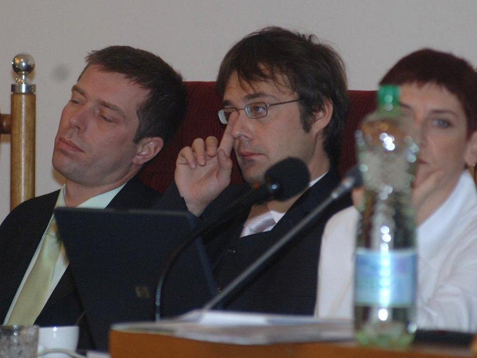 Karel Paleček (uprostřed)