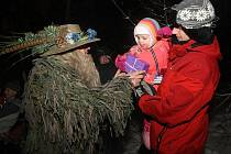 Pán lesa Chlumonoš rozdal dětem dárky