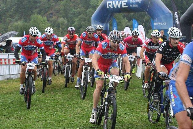 Bikeři vyrážejí na Aimtec Open Race Okolo Plzně