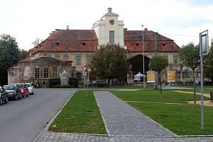 Náves a zámek v Křimicích