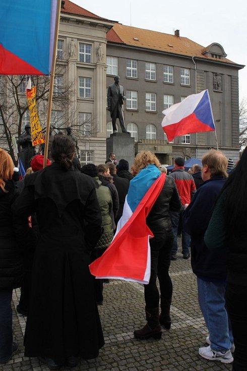 Demonstrace proti imigrační politice české vlády a nařízení z Evropské unie na náměstí T. G. Masaryka v Plzni