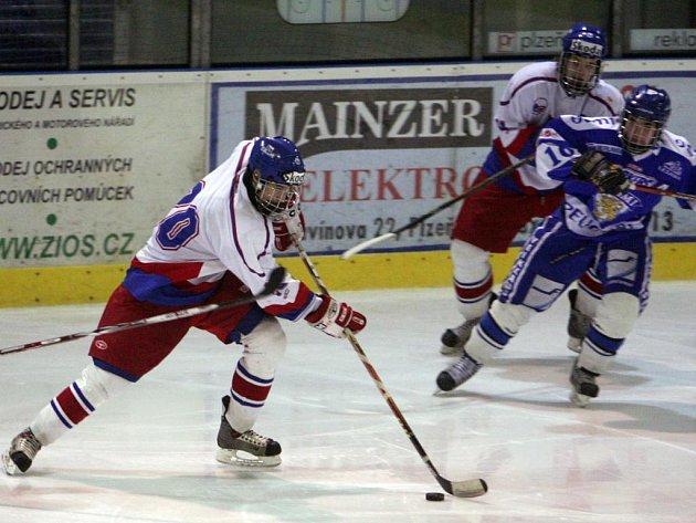 Česká hokejová reprezentace do 17 let (v bílém) na turnaji čtyř zemí obsadila druhé místo