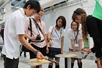 Japonští středoškoláci se při svém pobytu v Plzni vypravili i do Techmanie. Mimo ni navštívili i pivovar nebo japonskou firmu Daikin