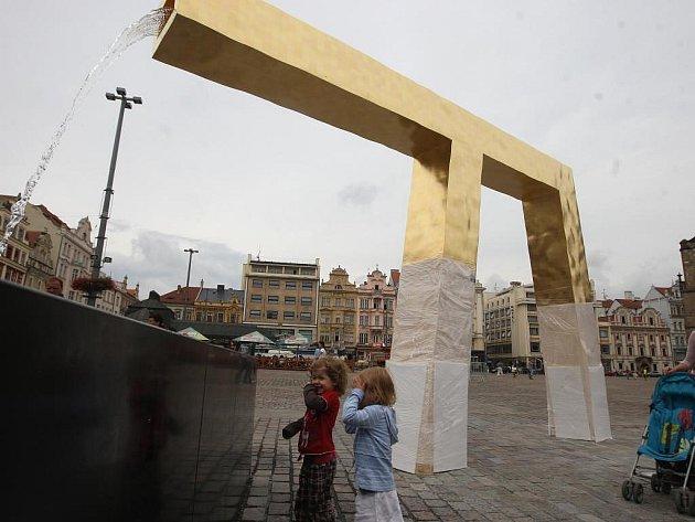 Kašny na náměstí Republiky, připravené na slavnostní spuštění - na snímku Velbloud