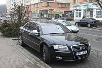 Luxusní vůz Audi A8, kterým přijel zatčený cizinec