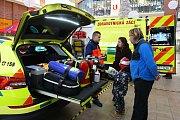 Nová zásahová vozidla představila ZZS PK v OC OLympia