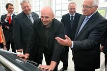 Techmania Science Center navštívilo již čtvrt milionů  lidí. Mezi vzácné hosty patřil prezident Václav Klaus a hejtman Plzeňského kraje Milan Chovanec (druhý zleva). Uprostřed je šéf Techmánie Vlastimil Volák
