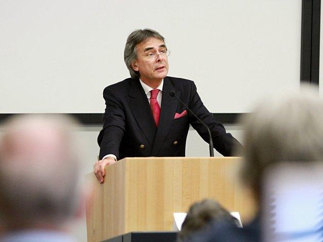 Prezident bavorské Horní Falce Axel Bartelt  přednášel na půdě Západočeské univerzity v Plzni.