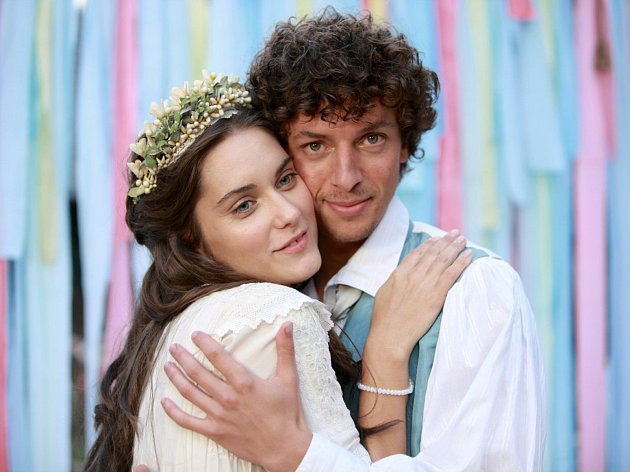 Česká filmová pohádka s Juditou Bárdos a Janem Cinou má v listopadu předpremiéru na Juniorfestu.