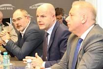 Ministr vnitra Milan Chovanec, hejtman Josef Bernard a primátor Martin Zrzavecký.